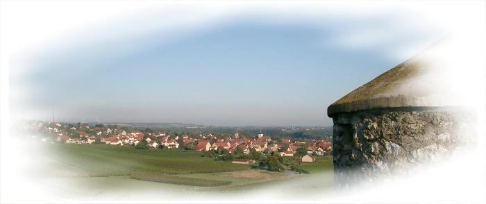 Gundersheim umringt von Rebhügeln